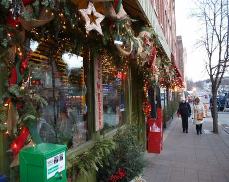 The 14 Best Holiday Shopping Destinations in Minnesota!