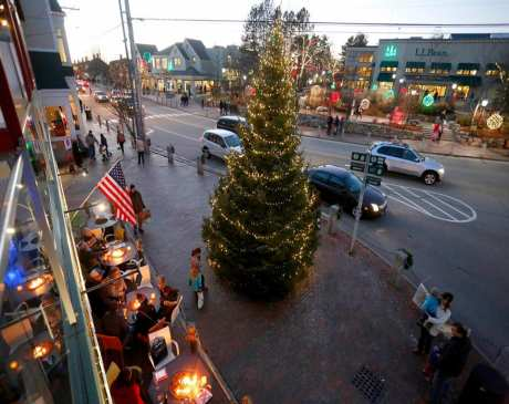 The 15 Best Holiday Shopping Destinations in Maine!