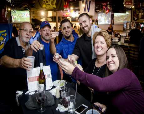 The 10 Best Sports Bars in Illinois!