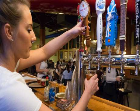 The 10 Best Sports Bars in Minnesota!