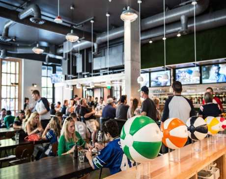 The 10 Best Sports Bars in Washington!