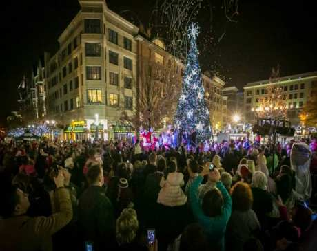 The 14 Best Holiday Shopping Destinations in Maryland!