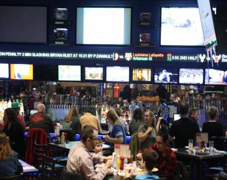 The 10 Best Sports Bars in Iowa!