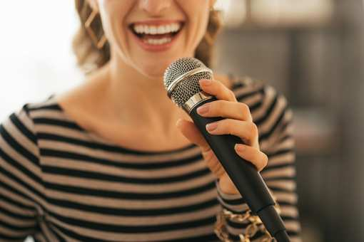 The 7 Best Karaoke Bars in New Hampshire!