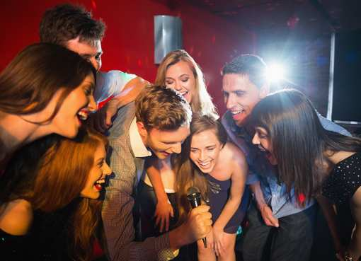 The 10 Best Karaoke Bars in New Mexico!