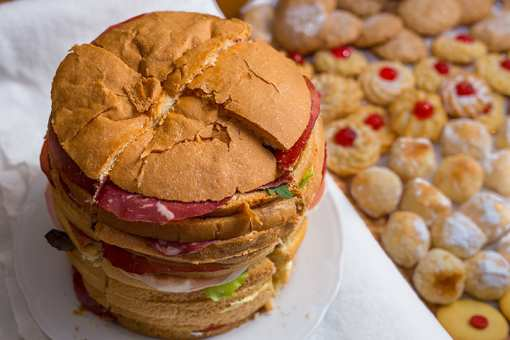The 10 Best Places for BIG Food in Rhode Island!