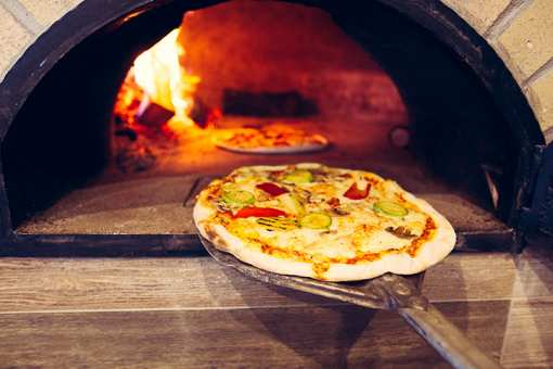Best Pizza in Tennessee: Our 10 Favorites!